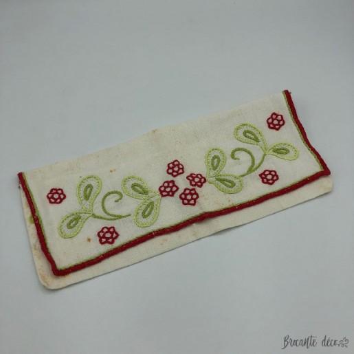 Ancien étui à serviette couleur blanc broderie floral