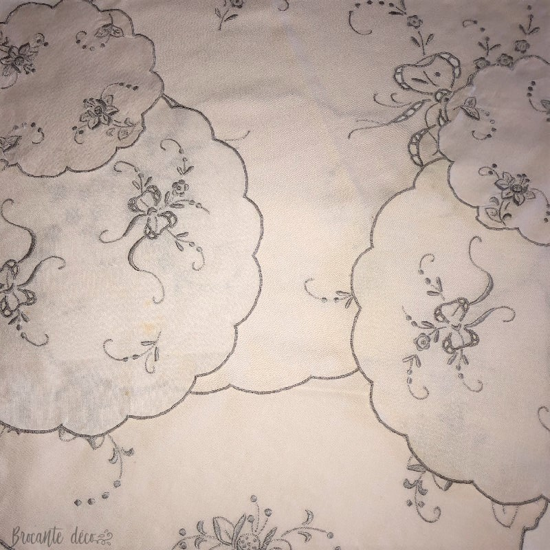 Lot de napperons anciens - Broderie grise