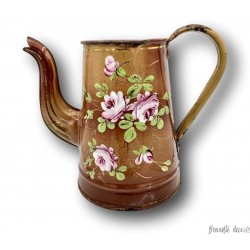 Old small brown enamelled coffee maker | Decor of roses | Enamelled sheet