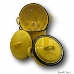 Set in yellow enamelled sheet | Vintage kitchen decor | Cookware