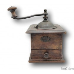 Old wooden coffee grinder | JAPY FRÈRES & Cie