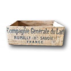 Ancienne caisse en bois   Compagnie Générale du Lait   Rumilly Haute Savoie