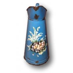 Ancien broc à eau en tôle émaillée | Décor Floral en relief