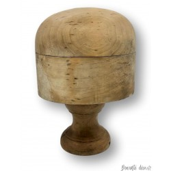 Old wooden hat form | On foot | Object of curiosity