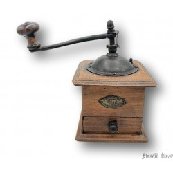 Old small pepper or coffee mill | Peugeot & Cie | Pont-De-Roide Doubs