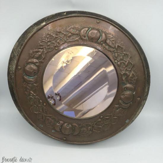 Ancien miroir rond en cuivre et bois