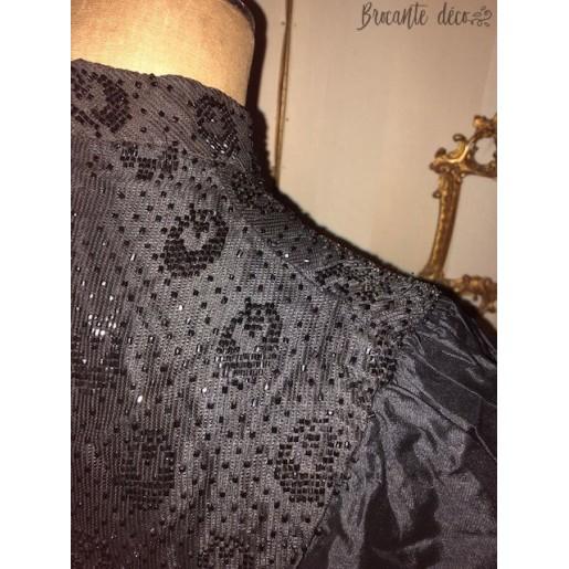Ancien vêtement à perles de jais pour femme