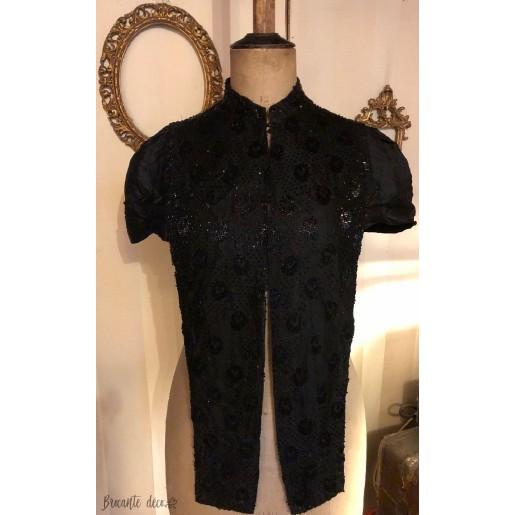 Ancien vêtement à perles de jais noires pour femme