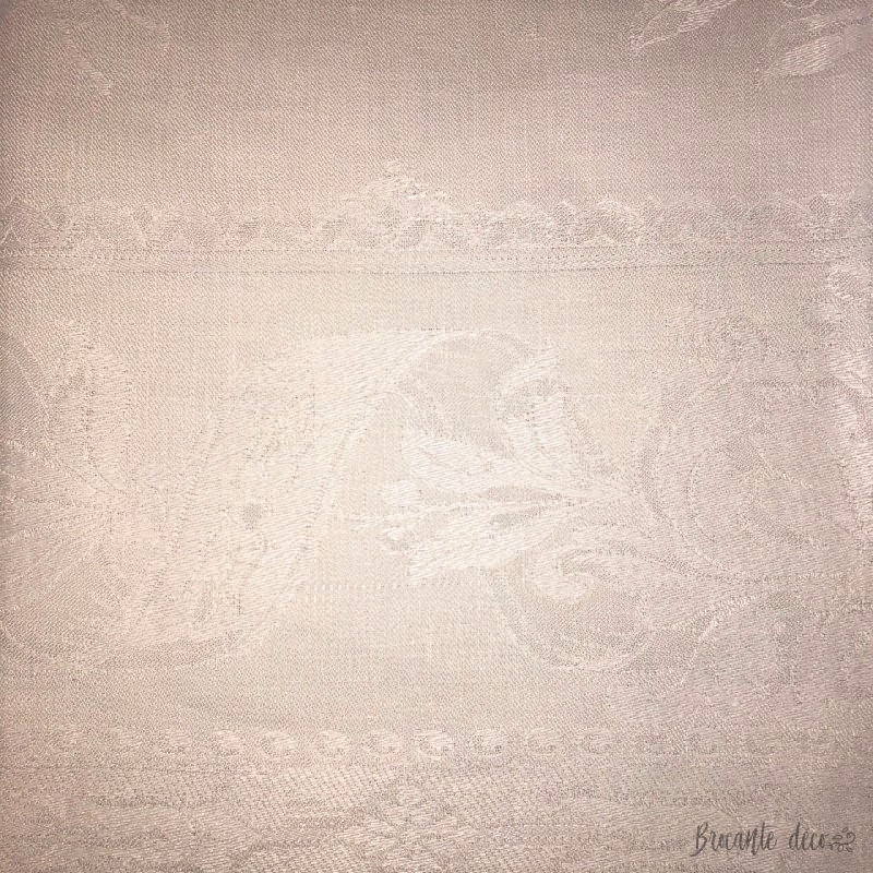 ♔ Old damask white linen...
