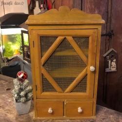 Ancienne petite armoire déco couleur jaune