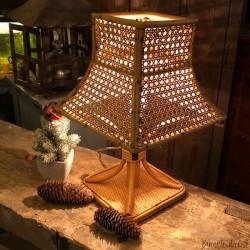 Lampe à poser 100% vintage en rotin et cannage