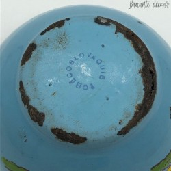 Old enamelled sheet bowl - Relief decoration - Hen and chicks