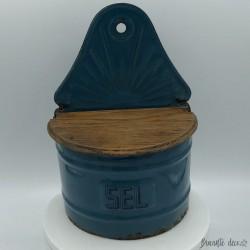 Ancienne boîte à sel en tôle émaillée bleue couvercle en bois