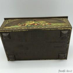 """Old advertising metal box """"Caramel fin à la crème Molié"""""""