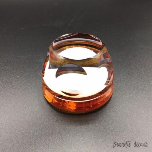 Sulfure presse papier en cristal de Sèvres avec personnage