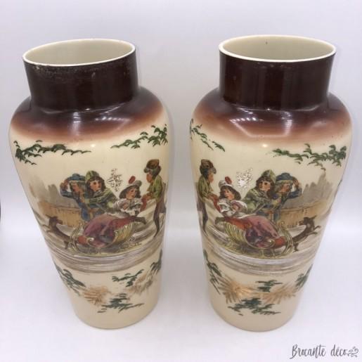 Paire de vases anciens en opaline fine décor hiver