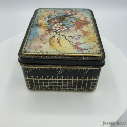Old small lithographed tin box - Red throat bird decor