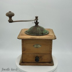 Old coffee grinder | Peugeot Brothers | Kitchen decor