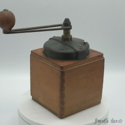 Old Peugeot Frères coffee mill | Green | In wood