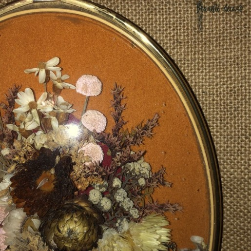 Old oval medallion frame with dried flowers   Curved glass   Kitsch style
