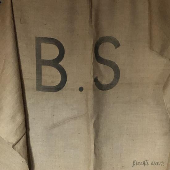 Ancienne très grande toile de jute marquée B.S