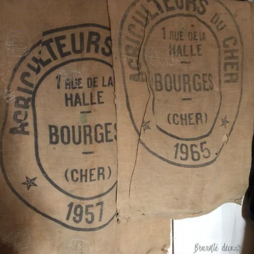 2 anciens sacs en toile de jute   Agriculteurs du Cher   1957 - 1965   Bourges