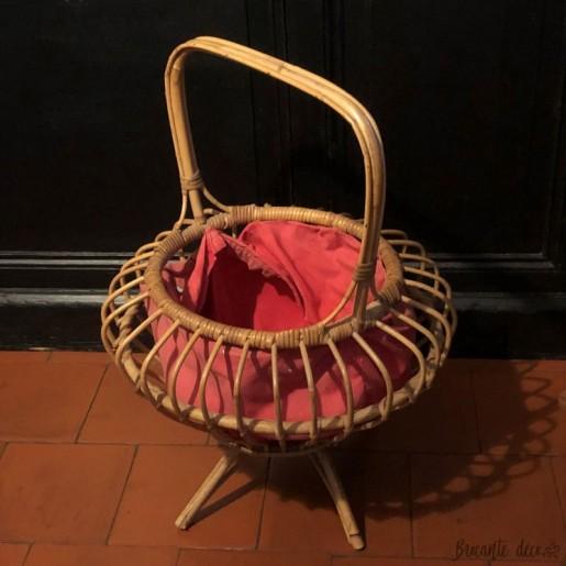 Vintage knitter rattan worker | 60s