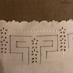Ancienne chemise de nuit brodée et ajourée   Large   En coton