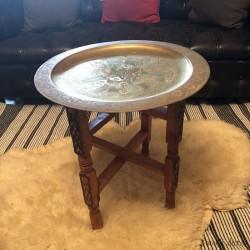 Table orientale avec plateau en laiton