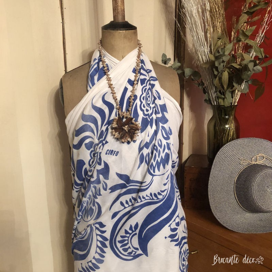 Collier Tahitien en coquillages  Gros médaillon rond   Vintage