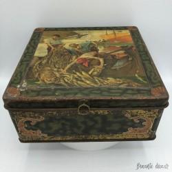 Ancienne boîte à biscuits en tôle lithographiée | Décor pêcheurs