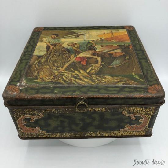 Ancienne boîte à biscuits en tôle lithographiée   Décor pêcheurs
