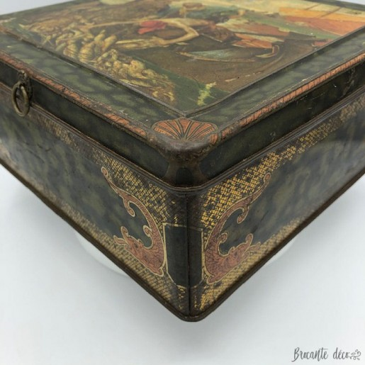 Old tin-plate cookie box | Fisherman decor