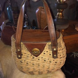 Vintage handbag in rigid rope and leather