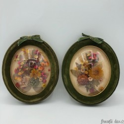 Pair of small dried flower frames | Curved glasses | Kitsch