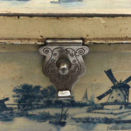 Old lithographed tin box | Decor boats and mills | Collection