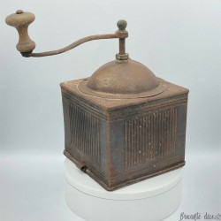 Old iron coffee grinder without drawer | Collection of antique coffee grinders