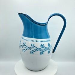 Ancien broc ou pichet en tôle émaillée |Bleu et blanc | Décor floral