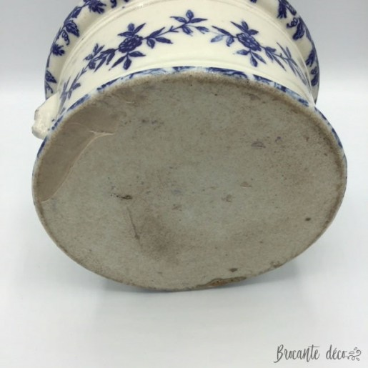 Très ancienne terrine ronde en Saint Use