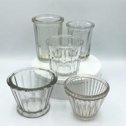 Lot de 5 anciens pots à confiture en verre droits et coniques