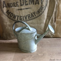Small old zinc watering can | Farmhouse Deco | Garden Decor