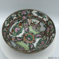 Japanese or Chinese bowl | Floral decor and characters | Table art