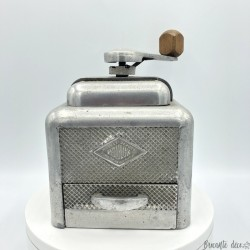 Old coffee grinder | MOULUX | Coffee grinders collection