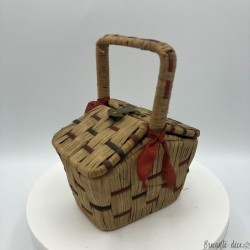 Old little doll basket | In raffia and wicker | Old toys collection
