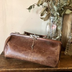 Old leather bag | From doctor or travel | Circa 1920