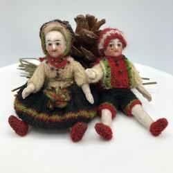 Anciennes poupées miniatures en porcelaine biscuit | Mignonnettes A suspendre