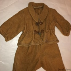 Ancien ensemble de vêtements d'enfant ou poupée en drap de laine