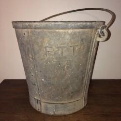 Ancien seau en zinc | PTT ALC | Vieux seau en zinc