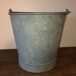 Large Zinc Well Bucket | Old zinc bucket | Old bucket of wells