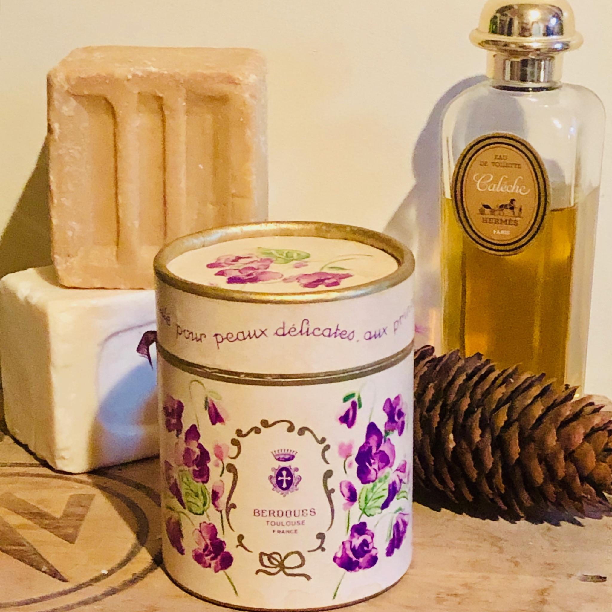ancienne boite de savons à la violette de Toulouse